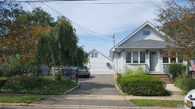 Copiague Single Family Home For Sale: 210 East Dr
