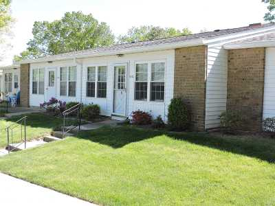 Suffolk County Condo/Townhouse For Sale: 404 C Woodbridge Dr