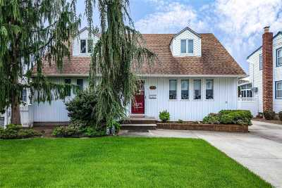 Nassau County Single Family Home For Sale: 126 Berry St