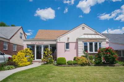 Queens County Single Family Home For Sale: 4833 192nd St