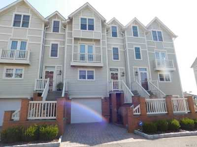Queens County Condo/Townhouse For Sale: 16842 Powell Cove Blvd