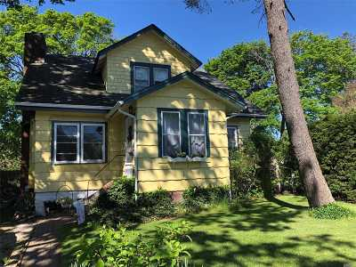 Suffolk County Single Family Home For Sale: 82 Division Ave