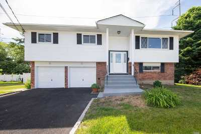 Nassau County Single Family Home For Sale: 5 Kenneth Ct