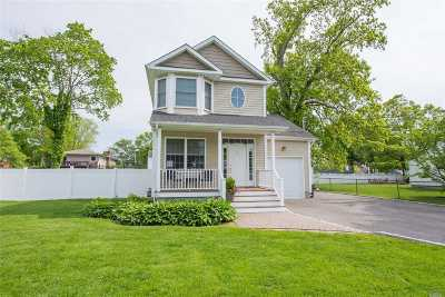 Suffolk County Single Family Home For Sale: 10 Jefferson St
