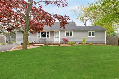 Suffolk County Single Family Home For Sale: 65 Huron St