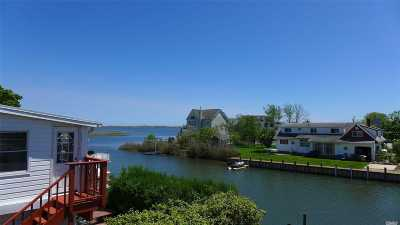 Suffolk County Single Family Home For Sale: 34 Heathcote Ct