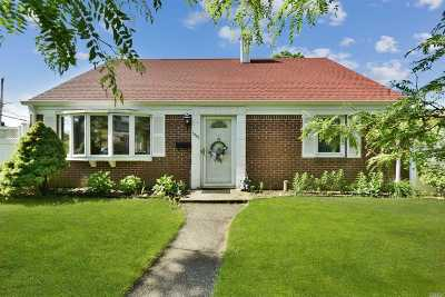 Wantagh Single Family Home For Sale: 3340 Jackson Ave