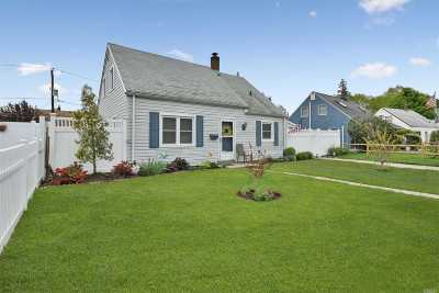 Nassau County Single Family Home For Sale: 29 Hollow Ln