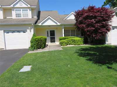 Suffolk County Condo/Townhouse For Sale: 402 Winged Foot Way