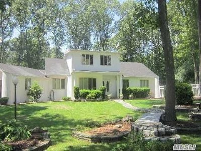 Suffolk County Single Family Home For Sale: 47 Round Tree Dr