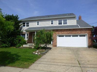 Freeport Single Family Home For Sale: 71 Prospect St
