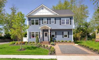 West Islip Single Family Home For Sale: 320 Center Bay Dr