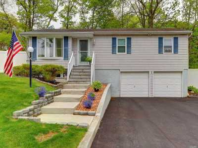 Farmingville Single Family Home For Sale: 7 Farvo Ct
