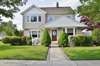 Levittown Single Family Home For Sale: 35 Sycamore Lane