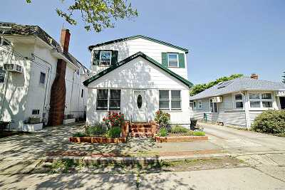 Point Lookout Single Family Home For Sale: 105 Hewlett Ave