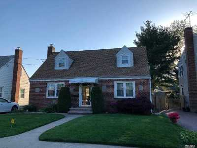 Hicksville Single Family Home For Sale: 10 East St