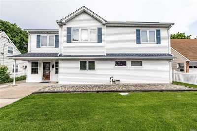 Levittown Single Family Home For Sale: 8 Hunter Ln