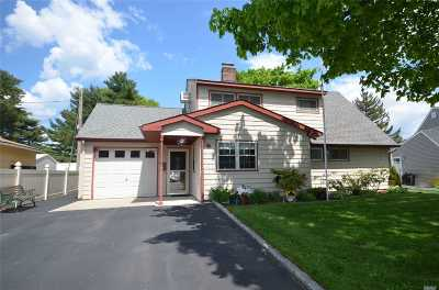 Hicksville Single Family Home For Sale: 55 Wishing Ln