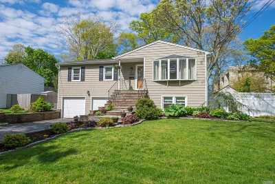 St. James Single Family Home For Sale: 186 Tredwell Ave
