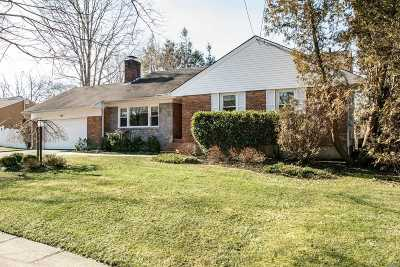 Syosset Single Family Home For Sale: 134 Syosset Woodbury Rd