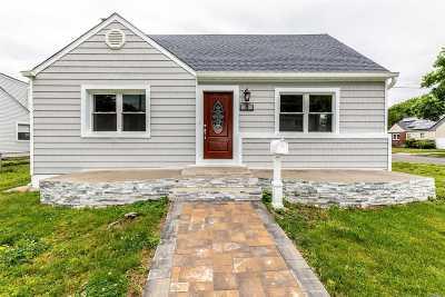 Hicksville Single Family Home For Sale: 8 Clarissa Dr