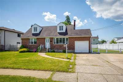 Massapequa Single Family Home For Sale: 210 N Suffolk Ave