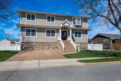 Massapequa Single Family Home For Sale: 7 Jackson Pl