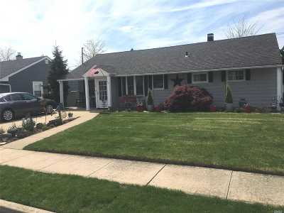 Bethpage Single Family Home For Sale: 14 Wilson Ln