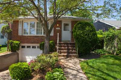 Merrick Single Family Home For Sale: 1666 Chapin Ave