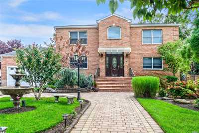 Bellmore Single Family Home For Sale: 2386 Elk Ct