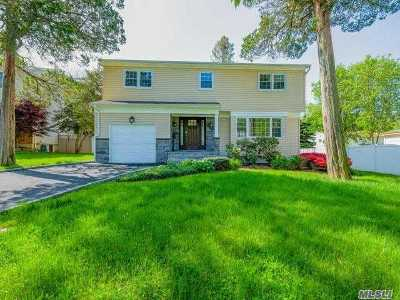 Syosset Single Family Home For Sale: 15 Lawrence Ct
