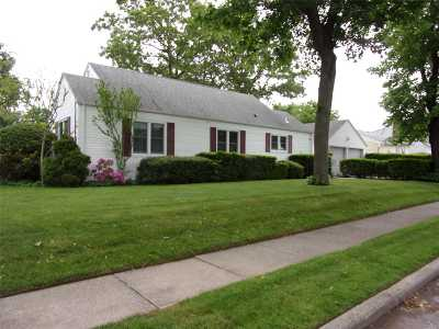 Merrick Single Family Home For Sale: 1794 Camp Ave