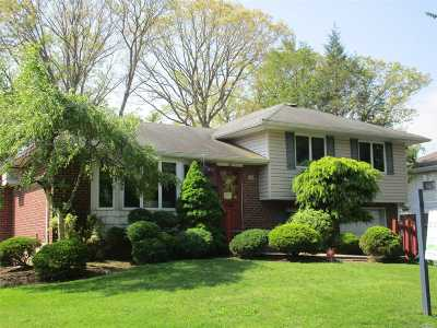 Melville Single Family Home For Sale: 10 Alderfield Ln