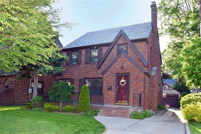 Floral Park Single Family Home For Sale: 36 Hickory St