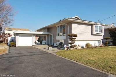 Oceanside Single Family Home For Sale: 68 Harris Dr