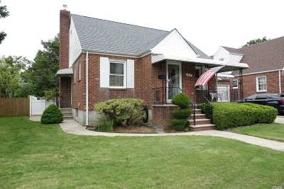 New Hyde Park Single Family Home For Sale: 1645 New Hyde Park Dr