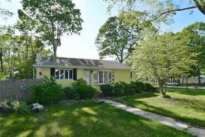 Ronkonkoma Single Family Home For Sale: 300 Haven Ave