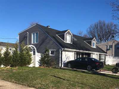 Hicksville Single Family Home For Sale: 57 McAlester Ave
