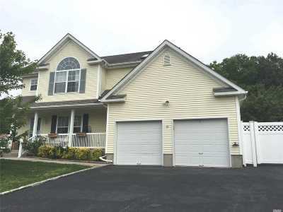 Manorville Single Family Home For Sale: 18 Windjammer Xing