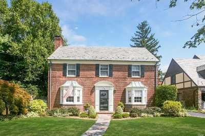 Rockville Centre Single Family Home For Sale: 19 Heyward Ln