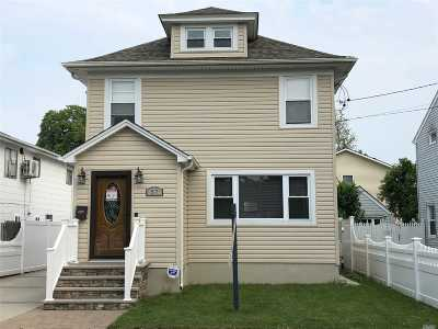 Hicksville Single Family Home For Sale: 57 Willoughby Ave