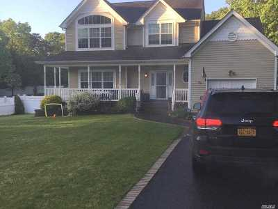 Patchogue Single Family Home For Sale: 374 W Woodside Ave