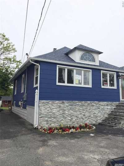 Freeport Single Family Home For Sale: 87 Archer St