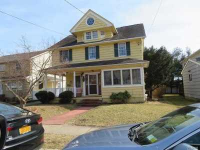 Roslyn Single Family Home For Sale: 32 Lambert St
