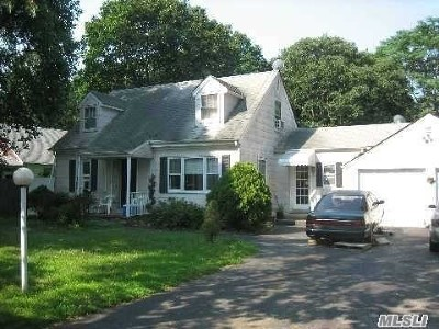 Brentwood Single Family Home For Sale: 40 Willoughby St