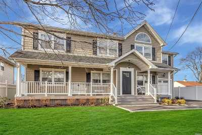 Plainview Single Family Home For Sale: 32 Midwood Dr