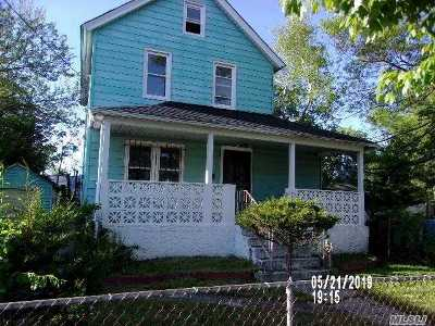 Queens County, Nassau County Single Family Home For Sale: 13 E Dean St