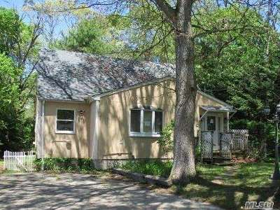 Selden Single Family Home For Sale: 59 Maplewood Ave