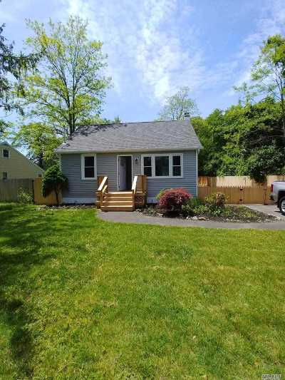 Mastic Beach Single Family Home For Sale: 134 McKinley Dr