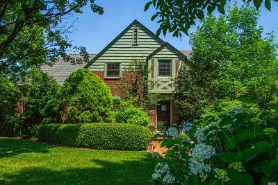 West Islip Single Family Home For Sale: 41 Parkwood Rd